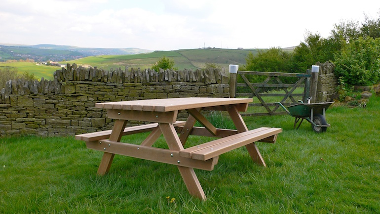 Recycled Plastic Wood Picnic Table