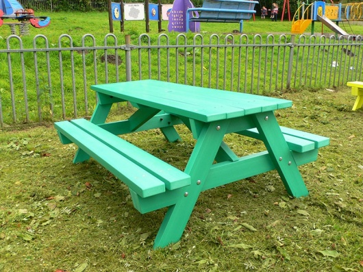 Derwent Recycled Plastic Junior Picnic Table/Bench - Kedel.co.uk