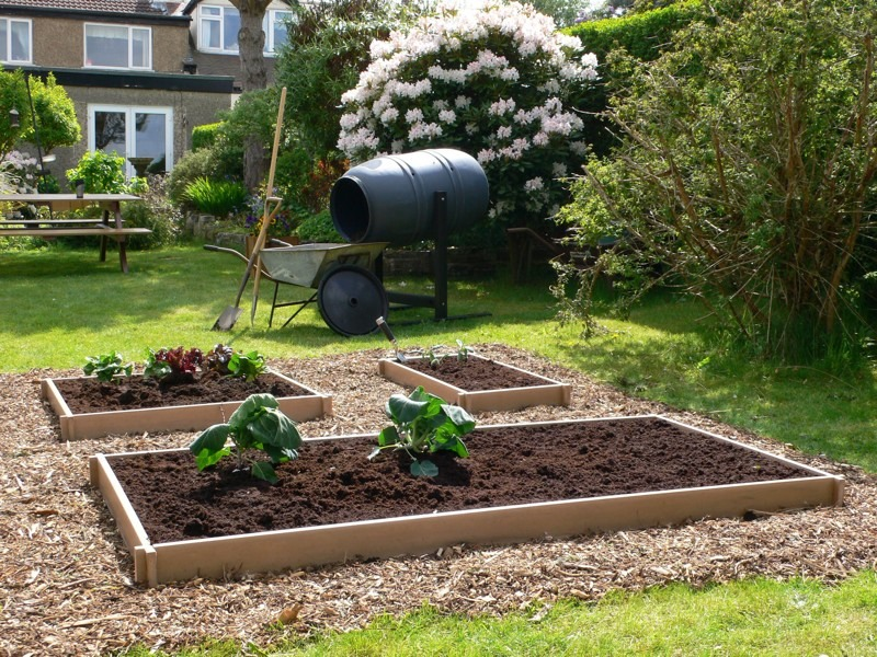 Our recycled plastic raised beds are available in small, medium and large