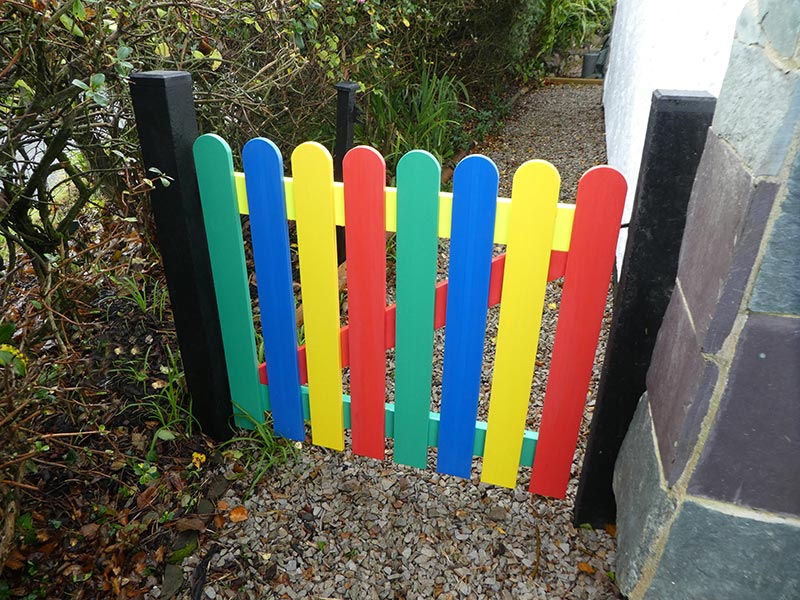 recycled plastic multicoloured picket gate from kedel