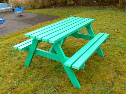 Derwent Recycled Plastic Picnic Table Picnic Bench